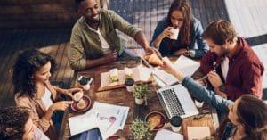 Cum ajuta atmosfera relaxata si practicile de management orientate catre bunastarea angajatilor?