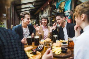 Metode de atragere a clienților: cum să ai mereu restaurantul plin
