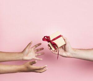Cum poți folosi cardurile cadou în beneficiul companiei