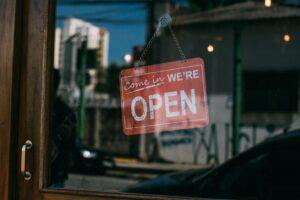Ce obligatii au comerciantii care lucreaza cu publicul in stare de alerta?